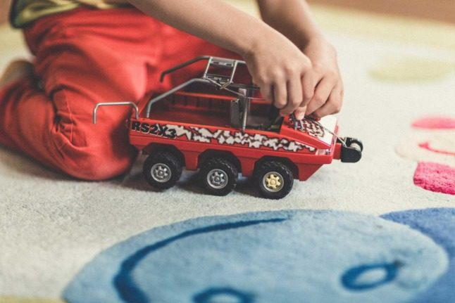 What is emergency childcare in Switzerland and how do I access it?