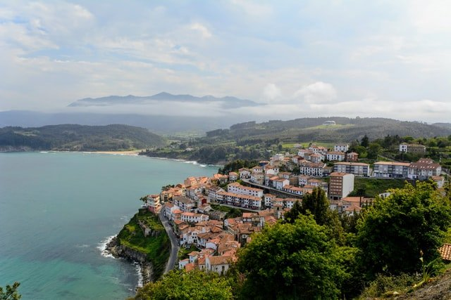 What's the average price of a property in Spain in 2021?