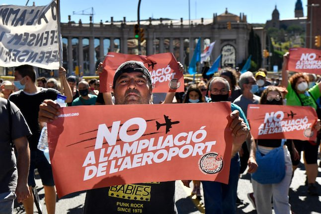 Why has the expansion of Barcelona airport prompted mass protests?