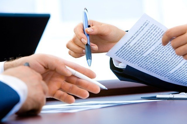 What are the types of work contracts in Spain and which one is the best?