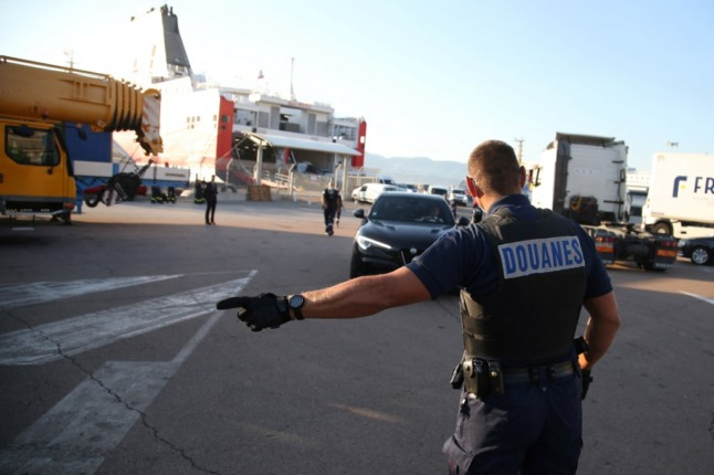 France threatens extra UK border checks in post-Brexit fishing row