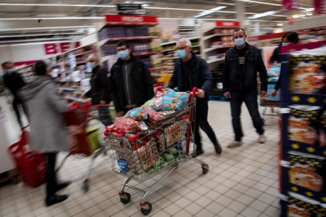 French supermarket opens store with no checkouts