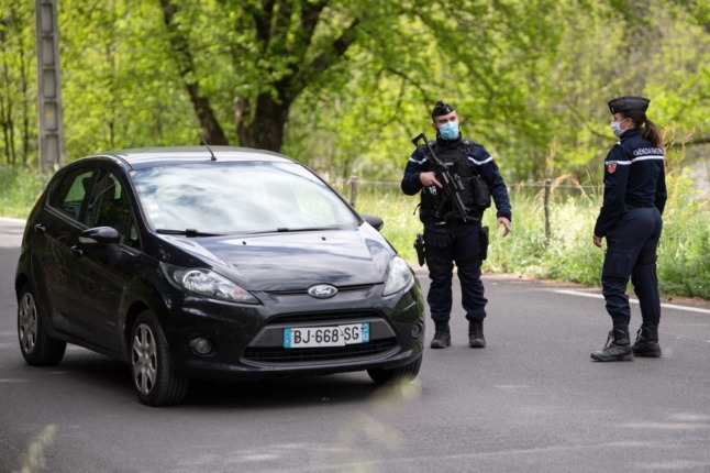 Drivers in France banned from reporting police road checks on driving apps