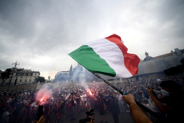 Anti-vax protesters in Rome target PM's office and trade union headquarters