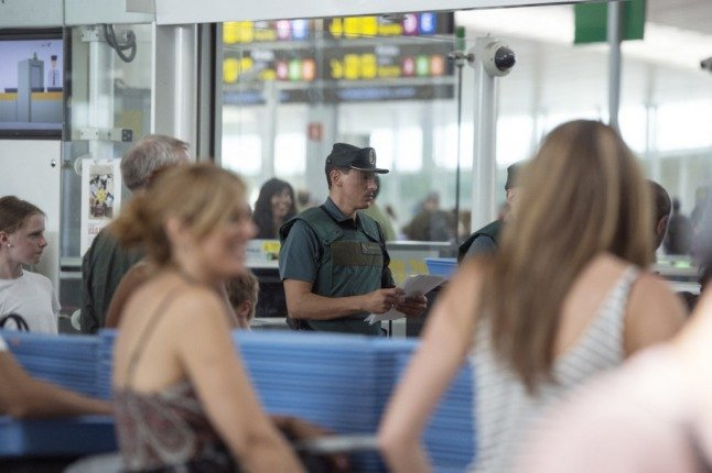 Passport stamp or scan? What foreigners at Spain's borders should expect