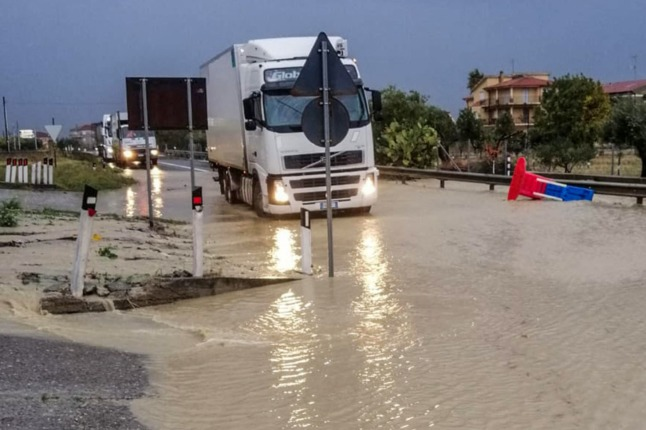 Storms in Italy: One dead as Sicily and Calabria on 'red alert'